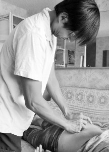 ワイキキ・コンドミニアムの部屋での針治療(腰痛)